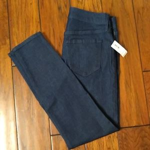 Old Navy Super Skinny Jeans. Size 4 Short. NWT
